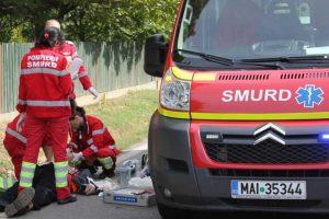Victima a primit primele îngrijiri de la echipajul SMURD
