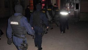 Mascaţii jandarmeriei şi poliţiei, sosiţi la Stoeneşti
