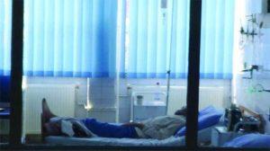 Pacientul, pe patul spitalului