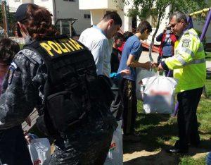 Poliţiştii le-au oferit daruri de Paşte copiilor