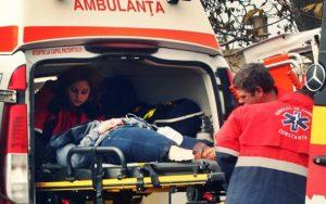 Rănitul, preluat de ambulanţă