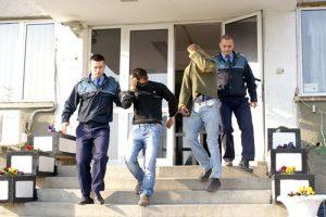 Suspecţii, duşi la arest