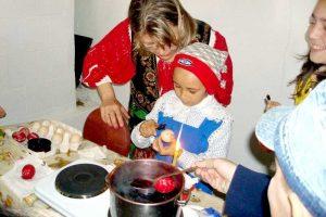 Încondeierea ouălor, în Joia Mare la Muzeul Goleşti