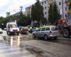 Ambulanţa a plecat cu victima la spital