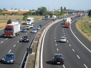 Mai multe utilaje pentru autostradă