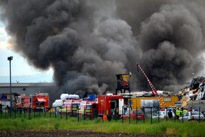Incendiul de la depozit, provocat de o reacţie chimică