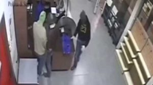 Momentul furtului, surprins de camerele video