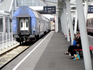 Vagoanele, prea depărtate de peron