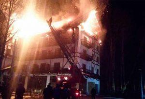 Hotelul, cuprins de flăcări în decembrie 2015