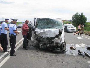 Şoferul dubiţei a scăpat teafăr