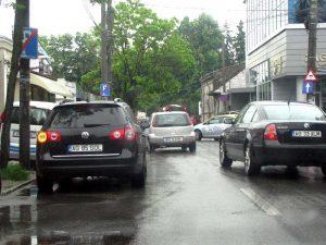Passat-ul încurca circulaţia, iar pe trotuar erau maşini