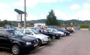 Târg de maşini neautorizat la Curtea de Argeş