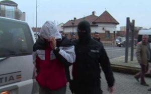 Agresorul, reţinut şi dus la instanţă pentru arestare