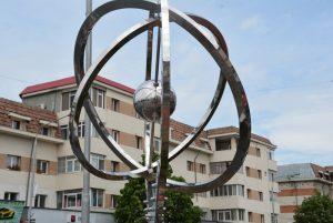 Atomul, o particulă... arhitectonică