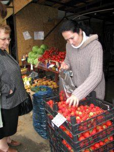 Ramona vinde căpşuni din producţia proprie