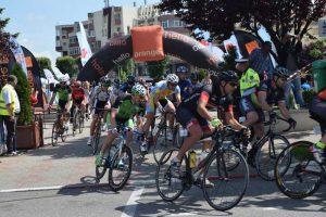 Sute de ciclişti la Turnirul Nobililor