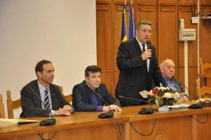 Oficialii din administraţie, faţă în faţă cu jurnaliştii