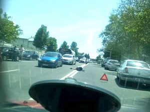 Şoferul a ajutat la ridicarea victimei