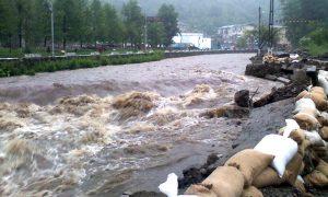 Azi, pericol de inundaţii pe râuri din Argeş