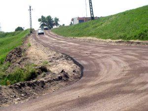 Drumul, asfaltat ca-n palmă