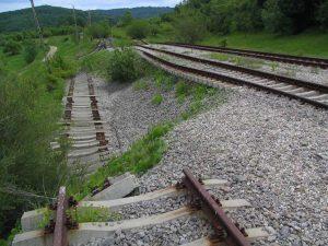Vâlcelele-Râmnicu Vâlcea va redeveni cale ferată când o învia Ceauşescu