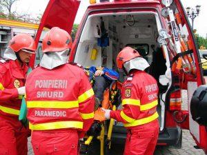 Bărbatul, preluat de echipajul ambulanţei