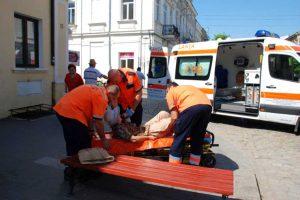 = Femeia, luată de echipajul ambulanţei