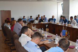 Discuţii în timpul conferinţei de la Tribunal