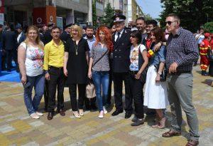 Colonelul Ion Popa, în mijlocul jurnaliştilor
