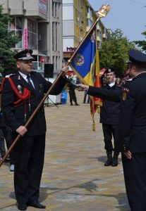 Colonelul Liviu Popescu a primit drapelul unitîţii