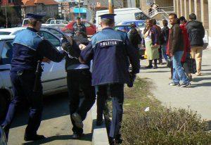 Suspectul, reţinut de poliţişti