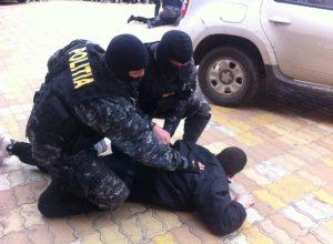 Traficant capturat de mascaţi