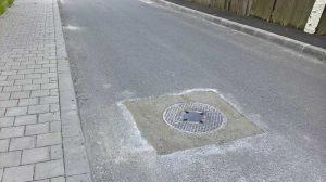 Recent asfaltată, strada a cedat. Bine că s-a reparat...