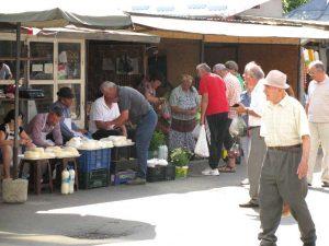 Chiar în Piaţa Ceair - tarabe improvizate