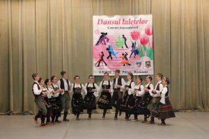 Dans tradiţional