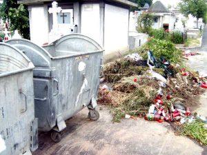 Tomberoane goale şi gunoiul alături!