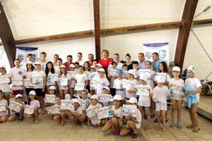 Micuţii înotători au sărbătorit ziua de 1 Iunie