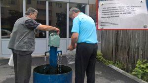 Apa nepotabilă, încărcată în pet-uri şi canistre