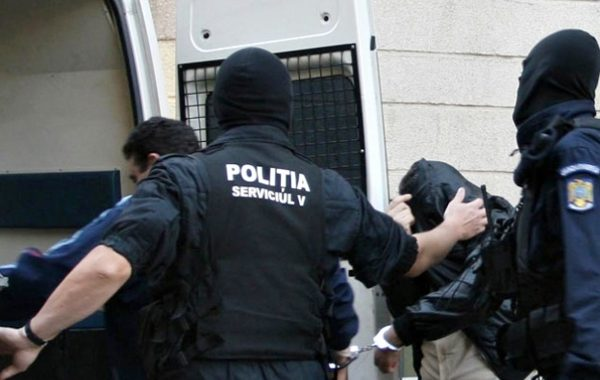 Argeşean încarcerat de poliţişti prahoveni