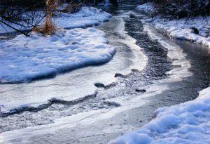 Poduri de gheaţă pe râuri din judeţ