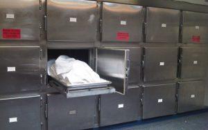 Morga Spitalului Judeţean Argeş e arhiplină, astfel că morţii zac prin saloane