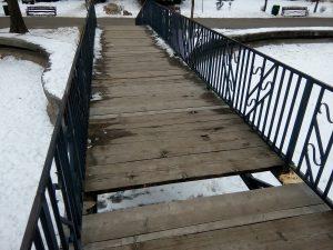 Atenţie la podul din Expo Parc!