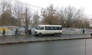 Cine-i disciplinează pe şoferii de maxi-taxi?