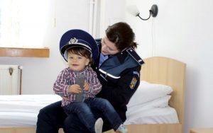 Cu copilul la... şcoala de poliţie