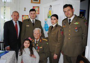 Veterani de război omagiaţi de garnizoana Piteşti