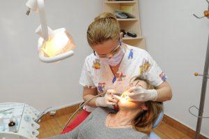 Cum staţi cu sănătatea dinţilor?