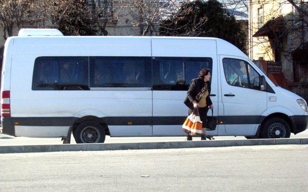 În timp ce Primăria face sondaje de opinie, şoferii de maxi-taxi îşi fac de cap la Piteşti
