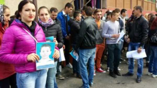 Părinţii copilului mort cu zile la Spitalul din Curtea de Argeş încă nu ştiu cine le-a ucis pruncul
