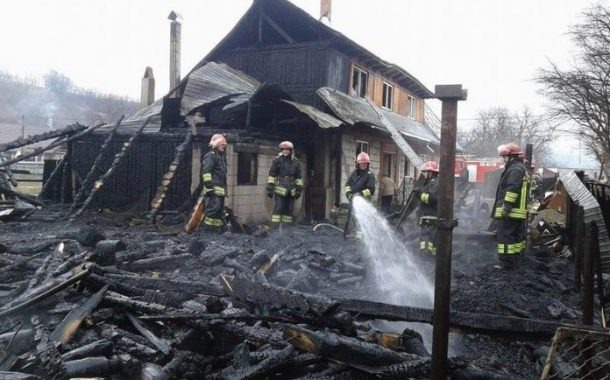 Locuinţe cuprinse de flăcări