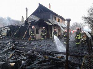 Locuinţa a fost mistuită de flăcări